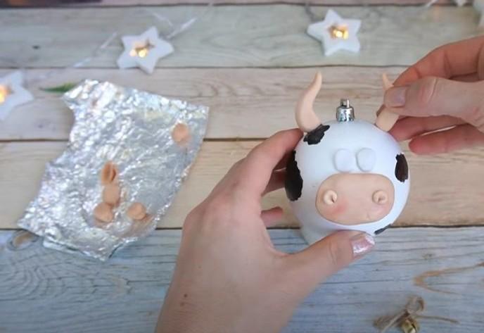 Елочные игрушки год быка