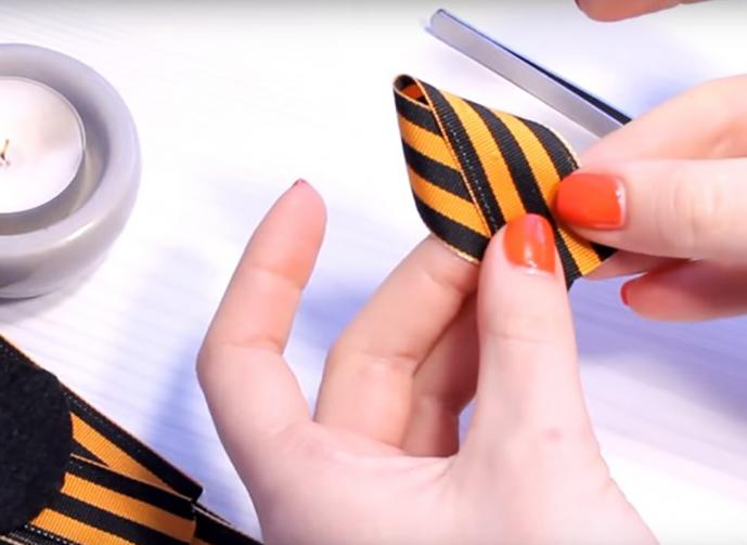 История георгиевской ленточки кратко для детей. Георгиевская ленточка своими руками. Как правильно повязать георгиевскую ленточку.