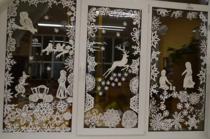 Как украсить окна к новому году своими руками