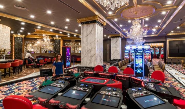 Зарплата и особенности деятельности крупье в современном казино