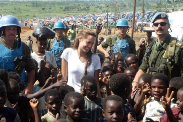 Анджелина Джоли родители, детство, юность, карьера, личная жизнь, благотворительность.